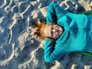 Katrin Schumann ganz entspannt am Meer