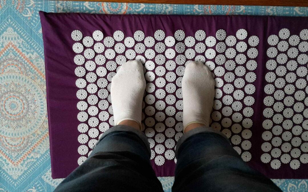 Akupressurmatte Füße erstmal mit Socken